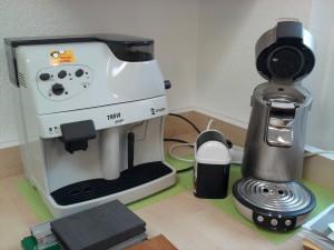zwei Kaffemaschinen